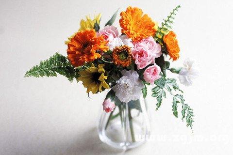 插了花的花瓶图片