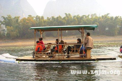 梦见坐船在水上游玩