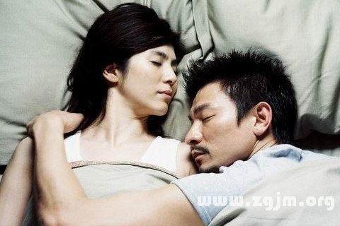 梦见女友和别的男人睡觉图片