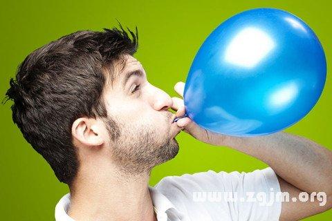 梦见有人在嘴上吹气球