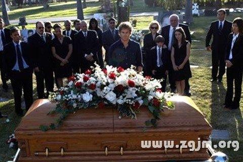 梦见父母参加别人葬礼