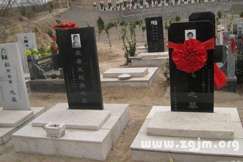 梦见新墓与棺材_周公解梦梦到新墓与棺材是什么意思