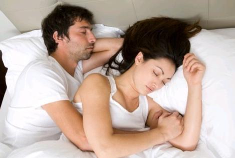 梦见跟别的男人睡觉图片