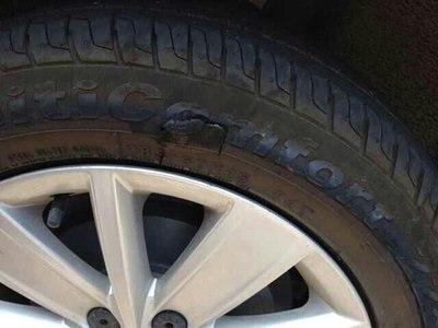 梦见自己汽车轮胎破了