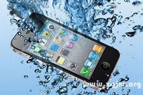 梦见别人的手机掉水里
